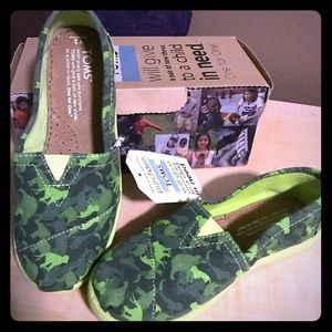 NWT Toms animal silhouette